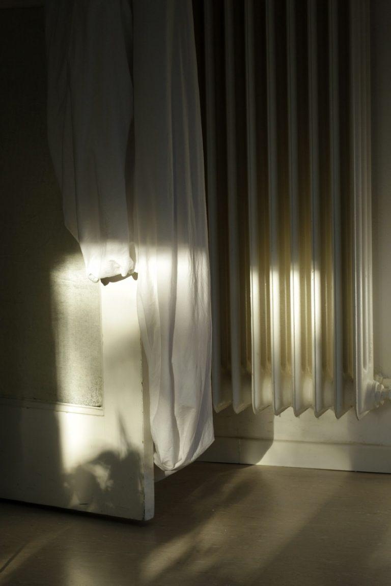 Baerbel Praun- Stayathomediary-2020-05-11-dem-Licht-in-der-Wohnung-nachtanzen